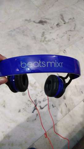 BEATS wired SUPER BASS heaphones ( Over the ear) with box