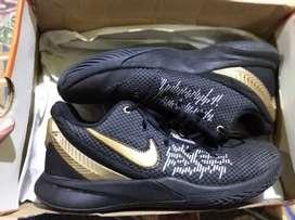Sepatu basket Nike Kyrie flytrap 2