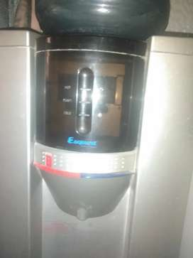 Water Dispenser including small frighdge