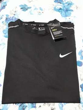Dijual rugi kaos training merk Nike size XL New