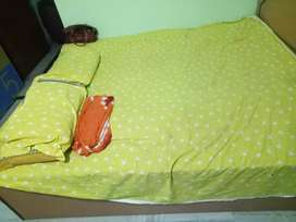 Box pattern double bed with one gaddi