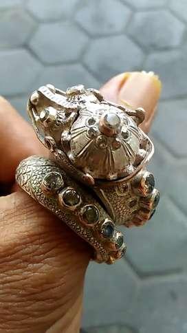 Cincin ulan2 naga raja Tretes berlian