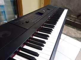Yamaha DGX 660 B