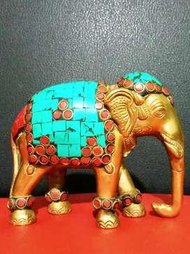 Pajangan gajah kuningan, motif batu pirus.