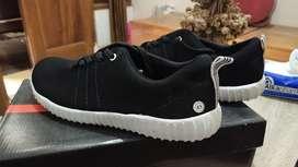 sepatu sneaker hitam alas putih adidas ukuran 41