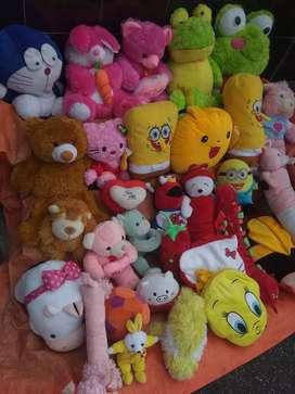 Di jual ber aneka ragam boneka anak-anak
