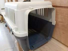 Puppy pet carrier cage for in excellent condition