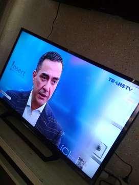 """Led sony 32"""" seri terbaru digital tv , gambar ok watt kecil 38 w"""