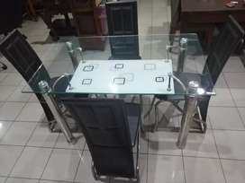Meja makan minimalis kaca + 4 kursi