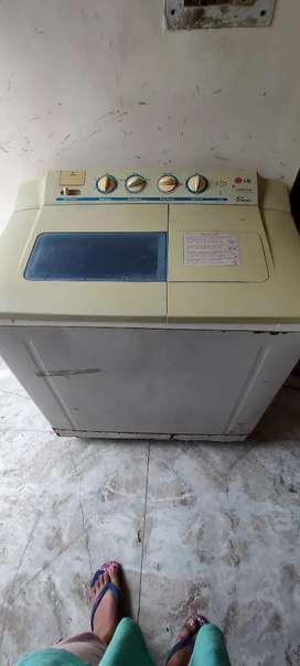 Urgent sale. Moving to new city soon. Rs 3500.