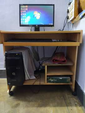 COMPAQ COMPUTER WITH COMPUTER TABLE