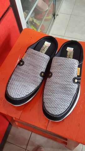 Sepatu slop dewasa