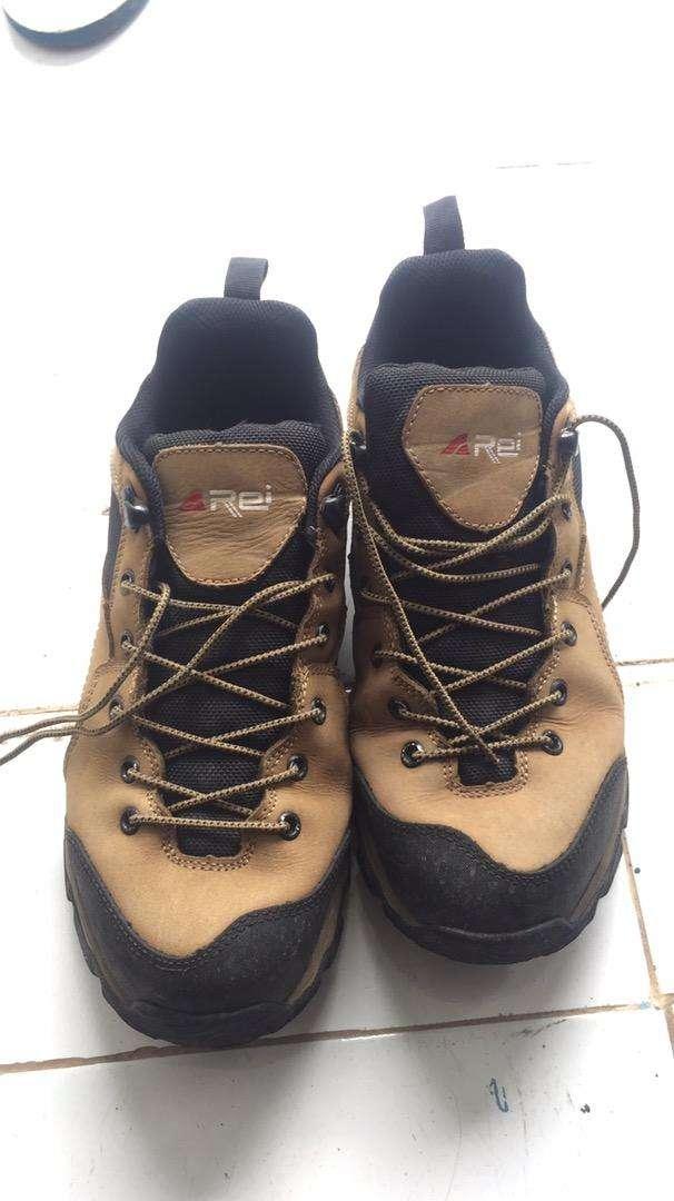 Sepatu Gunung rei 0