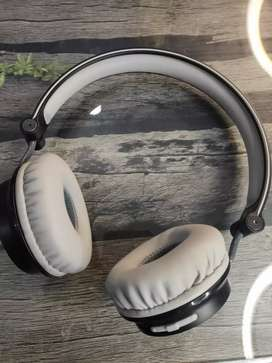 KitSound Metro Wireless Headphone.