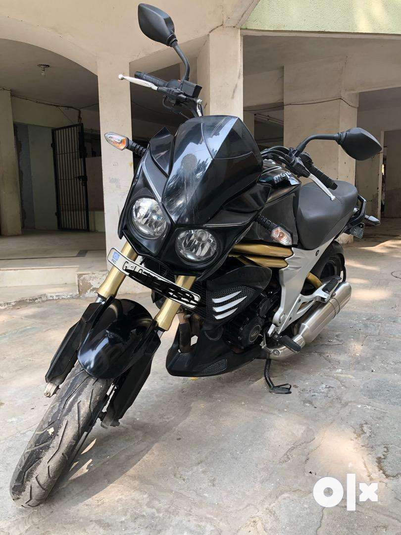 Mahindra Mojo 300cc-first bike in Gujarat 0