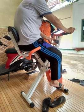 Sepeda fitness TL 920 bisa dilipat