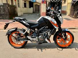 KTM DUKE 200 2017 model 1st owner white colour