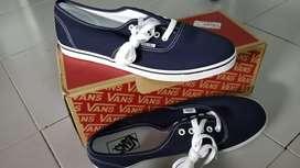 Vans brand new sneaker unused size UK 9