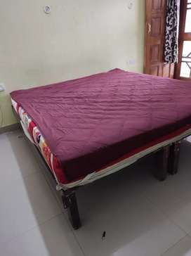 6*6.5 Matress with bed (King size)