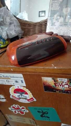 "Radio jadul merk ""singer"""