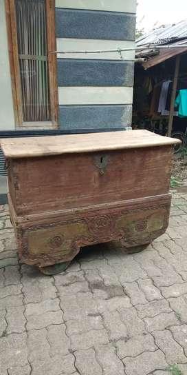 Gerobok antik beroda usia sudah ratusan tahun