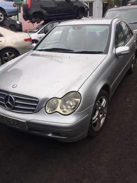 Benz 2004 E200 engine with gear