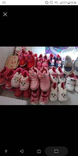 Sepatu ready asli Indonesia bagus dan kuat. Silahkan chat