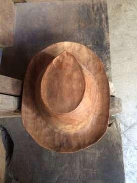 Pajangan topi kayu jati