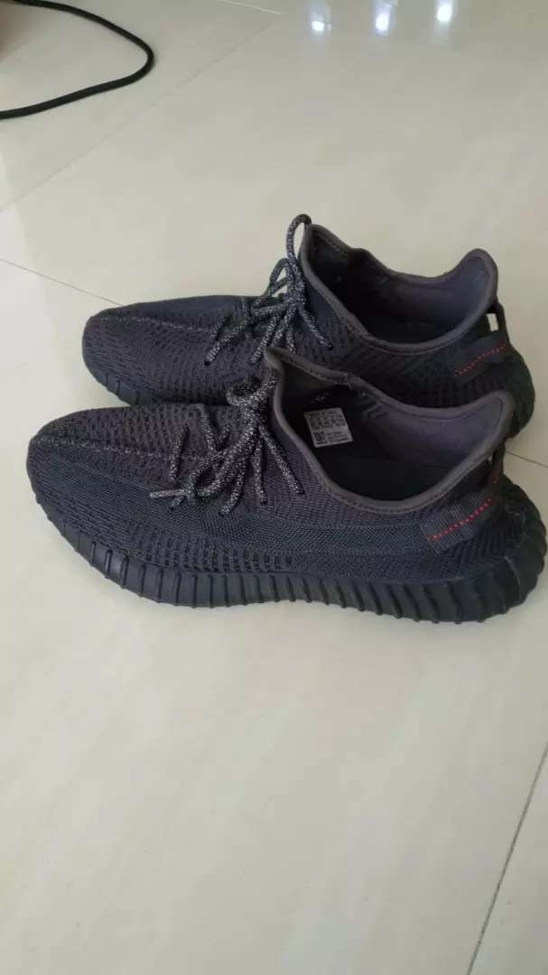 Adidas Yeezy Boost 350V2 Static  Black size 10,5 like new,lengkap dus 0