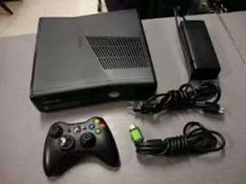 Xbox 360 slim 500gb with 2 controller good running condition