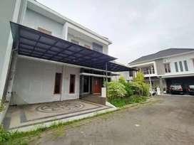 Rumah bagus 2 lantai di dalam perumahan elit babarsari