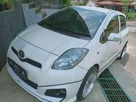 Toyota Yaris Putih Matic