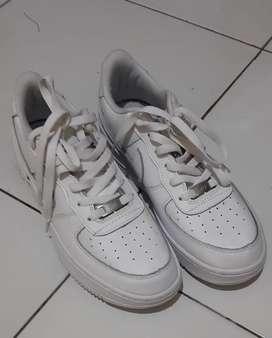 Nike jordan low