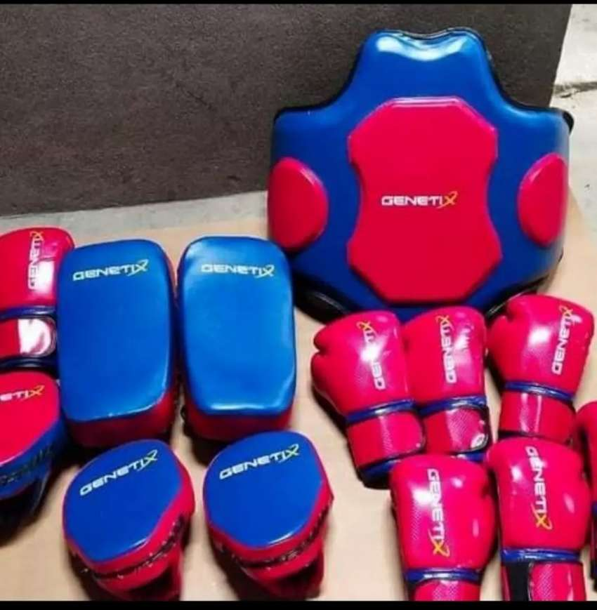 Boxing gloves sticher ki zrort hai 0