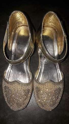 Girl Footwear  sell