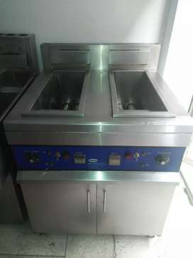 Fryer Double tank 16,16 litrs like new available