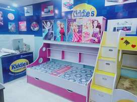 Small vinle pasted wadrobe double bed