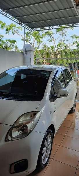 Toyota yaris putih tipe J 2013