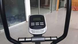 Advance elliptical 140kg support just like new condition