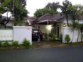 Dijual Rumah  tua, 371 m2 (tanah) cocok untuk Ruko/Usaha/Kos