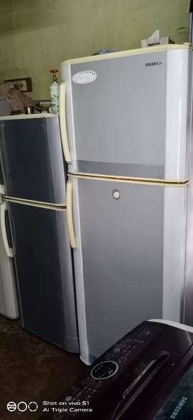 Samsung 300 liter refrigerator is good condition