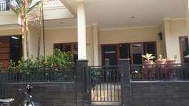 Dijual Rumah Bagus ada Kolam Renang bonus AC dan Water Heater dkt MRT