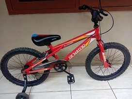Sepeda anak senator ukuran 18.gress seperti baru