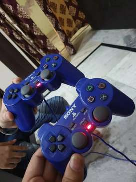PLAY STATION 2 with two controllers (sony)