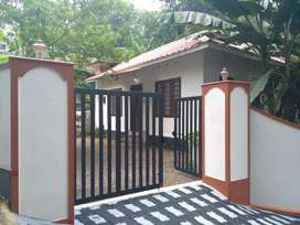 Houses for Rent to small family near Mutholy Jn