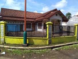 Dijual Rumah Tinggal cocok buat usaha dilengkapi dengan Gudang/Kios