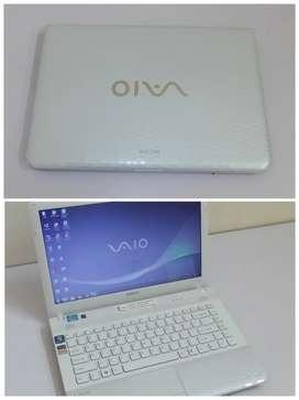 Laptop Sony vaio core i3 HD 500 ram 4gb.
