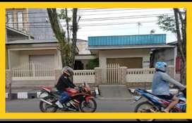 Rumah di pinggir jalan raya Hasanuddin