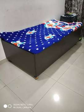 Solid diwan bed with box 3*6