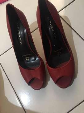 Sepatu hils merk andre valentino ori warna merah